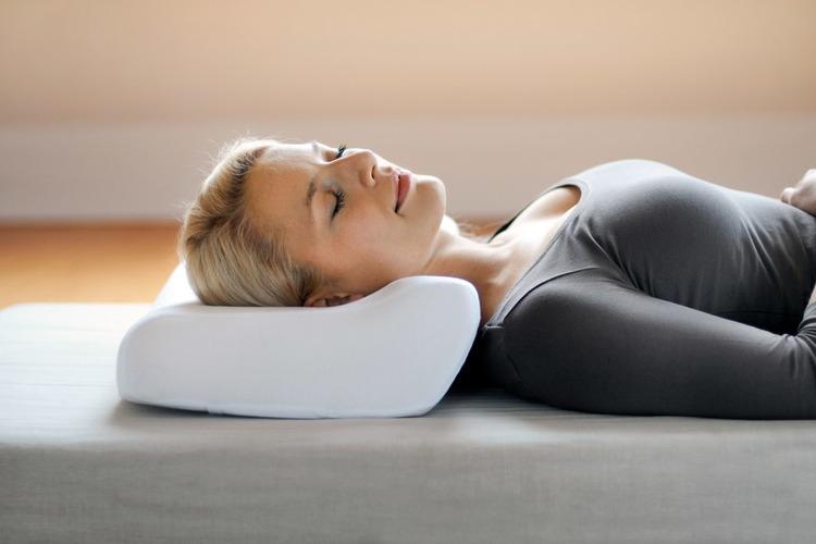 Ортопедическая подушка с эффектом памяти при остеохондрозе